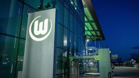 Der VfL Wolfsburg hat in der Corona-Krise bei einigen Mitarbeitern auf Kurzarbeit umgestellt.