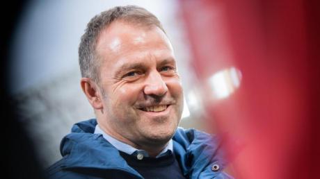 Bayern-Trainer Hansi Flick freut sich auf das Topspiel gegen den BVB.