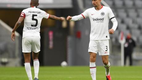 Bei Eintracht Frankfurt fehlt Allrounder Stefan Ilsanker (r) gelb-gesperrt.