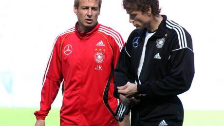 Hat mit Jürgen Klinsmann (r) nach eigenen Worten «seit Ewigkeiten» nicht mehr gesprochen: Jens Lehmann 2006 mit dem damaligen Bundestrainer.