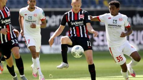 Sebastian Rode (M.) steht Eintracht Frankfurt wieder zur Verfügung.