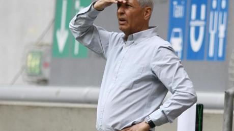 Hat vor dem Spiel in Leipzig große Personalsorgen: BVB-Trainer Lucien Favre.