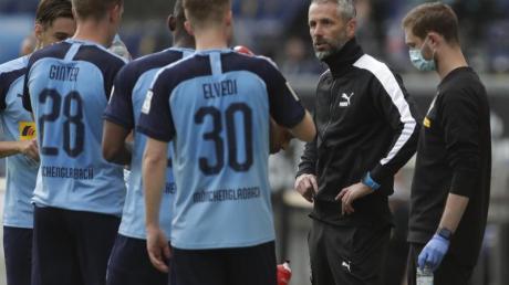 Ist mit Gladbach auf Kurs Königsklasse: Borussia-Coach Marco Rose (r).