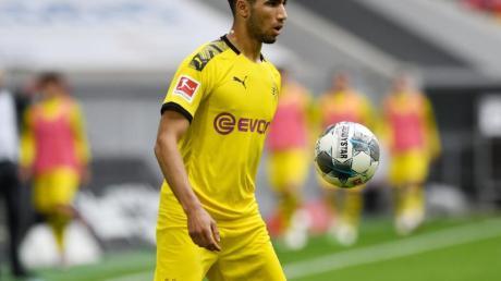 Wird den BVB wohl Richtung Inter Mailand verlassen: Achraf Hakimi am Ball.