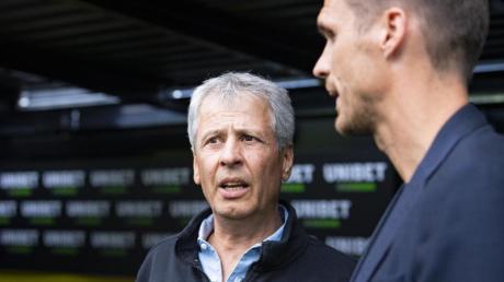 Müssen mindestens noch ein Jahr auf einen weiteren BVB-Titel warten: Lucien Favre (l) und Sebastian Kehl.