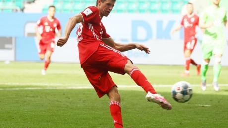 Thomas Müller macht das 100. Tor der Saison für den FC Bayern.