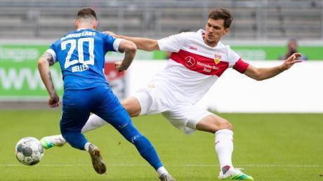 Bleibt fest beim VfB: Pascal Stenzel (r).
