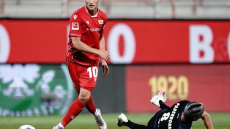 Auch der FCSchalke 04 soll an Union Berlins Sebastian Andersson (l) interessiert sein.