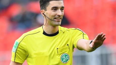 Pfeift bald in der ersten Liga: Schiedsrichter Florian Badstübner.