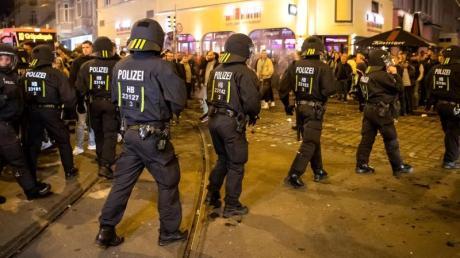 Die Feiern in Bremen zum Klassenerhalt verliefen leider nicht nur friedlich.