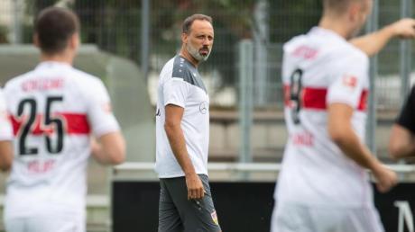 Der VfB Stuttgart ist mit Coach Pellegrino Matarazzo (M) wieder ins Training eingestiegen. Alle Spiele der 2. Bundesliga, den Spielplan und die Termine finden Sie bei uns.