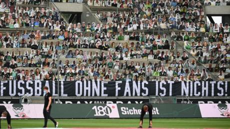 Die Rückkehr der Fans in deutsche Fußball-Stadien wird derzeit heiß debattiert.