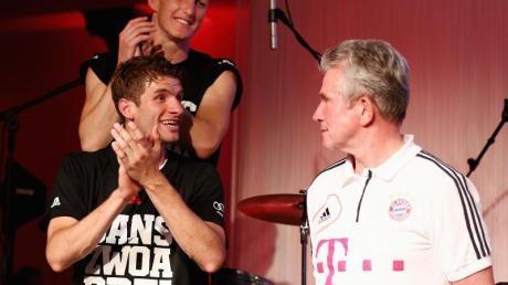 Holten mit dem FCBayern 2013 das Triple: Thomas Müller (l) und Jupp Heynckes.