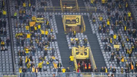 Beim Revierderby zwischen Borussia Dortmund und dem FC Schalke 04 sind nur 300 Zuschauer zugelassen.