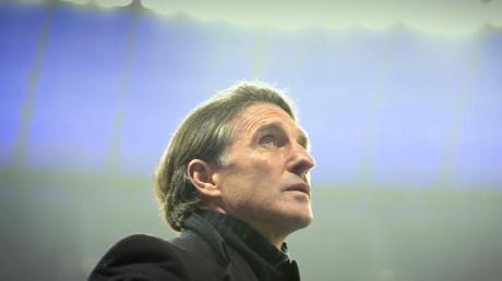 Besorgter Blick:Für Trainer Bruno Labbadia wird die Luft bei Hertha BSC immer dünner.