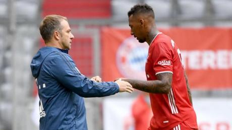 Bayern-Coach Hansi Flick konnte sich zuletzt einen Verbleib von Jérôme Boateng (rechts) vorstellen.