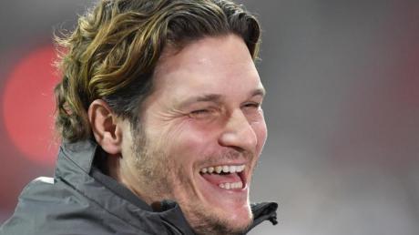 Dortmunds Trainer Edin Terzic geht gelassen mit den Gerüchten um seine Person um.