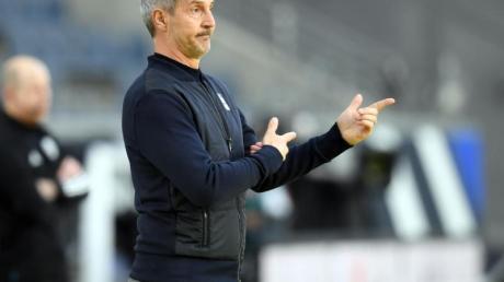 Frankfurts Trainer Adi Hütter hält sich bei der Titelfrage zurück.