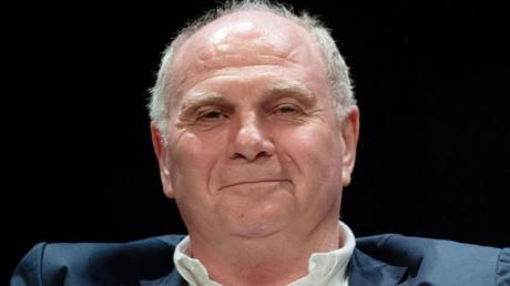 Bayern-Ehrenpräsident Uli Hoeneß appelliert in Corona-Zeiten an den Zusammenhalt der Menschen im Land.