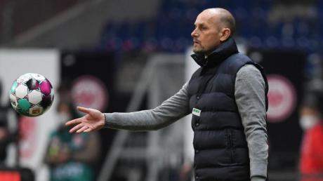 Nach der Niederlage gegen Köln muss FCA-Trainer Heiko Herrlich um seine Stelle fürchten.