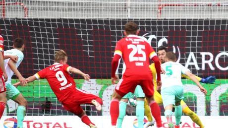 Joel Pohjanpalo (M) war der Mann des Tages beim Union-Sieg gegen Werder Bremen.