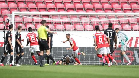 Robin Quaison (M) sorgte mit seinem Tor für die Vorentscheidung beim Mainzer Sieg gegen die Bayern.