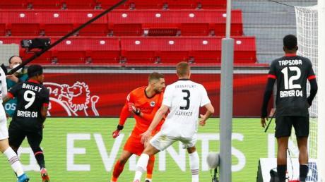 Leon Bailey (2.vl) brachte Bayer beim Leverkusener Sieg gegen Frankfurt in Führung.