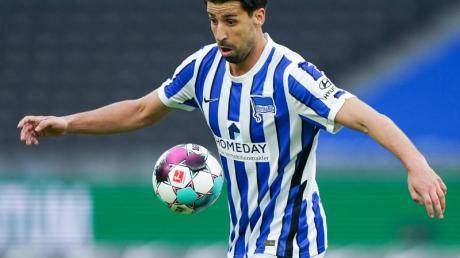 Sein Einsatz bleibt nach einer Wadenverhärtung fraglich: Hertha-Spieler Sami Khedira.