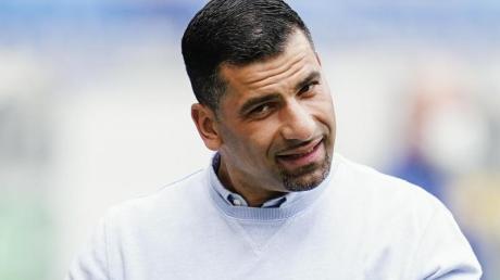 Ist trotz Abstieg zuversichtlich: Schalke-Coach Dimitrios Grammozis.