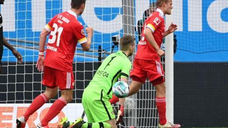 Joel Pohjanpalo (r) sorgte mit seinem Tor für einen Union-Punkt in Leverkusen.