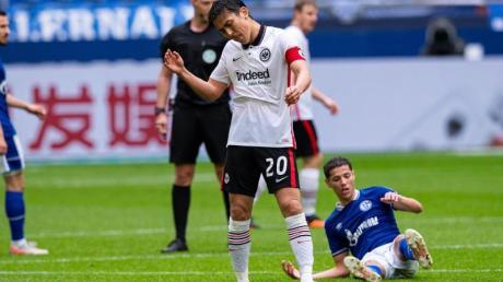 Frustriert: Makoto Hasebe nach der Frankfurter Niederlage auf Schalke.
