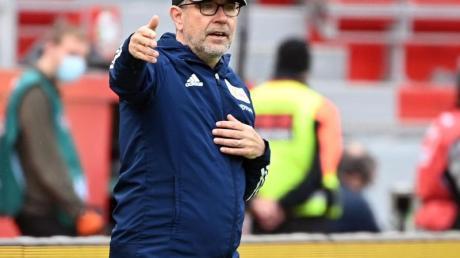Trainer Urs Fischer geht mit Union Berlin als Tabellen-Siebter in den letzten Spieltag.