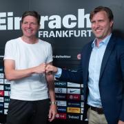 Das Training von Eintracht Frankfurt hat unter dem neuen Trainer Oliver Glasner (l) begonnen. Termine, Gegner, Spielplan, Uhrzeit der Testspiele gibt es hier.