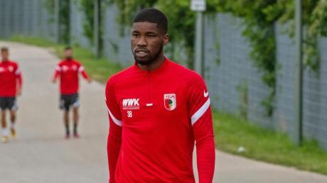 Will wohl seinen Vereinswechsel erzwingen: Kevin Danso vom FC Augsburg.