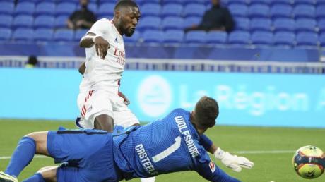Lyons Moussa Dembele erzielt das zwischenzeitliche 2:0.