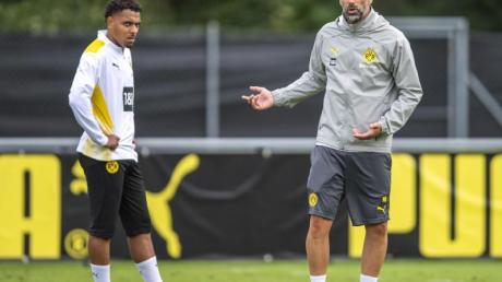 BVB-Coach Marco Rose (r) in Bad Ragaz mit Neuzugang Donyell Malen.