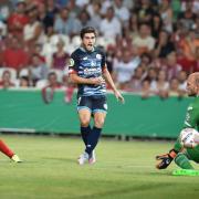 Der Mainzer Jairo Samperio überwindet den Cottbuser Torwart Daniel Lück beim 2:0.