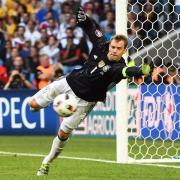 Manuel Neuer steht im Pokalfinale wohl wieder im Bayern-Kader. Foto: Filip Singer/EPA