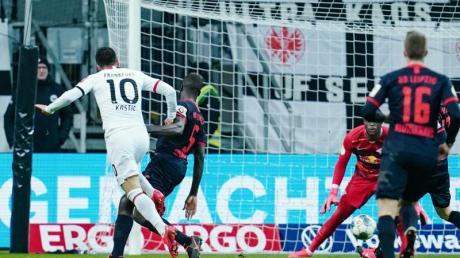 Matchwinner: Filip Kostic (l) erzielte zwei Tore beim Frankfurter Sieg gegen Leipzig.