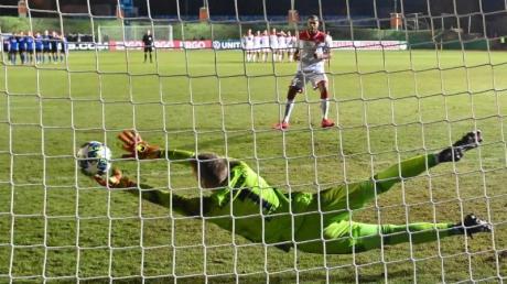 Saarbrückens Keeper Daniel Batz parierte den entscheidenden Elfmeter gegen Fortuna Düsseldorf.