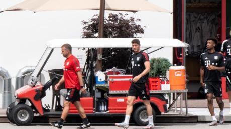 Berlin im Blick:Bayern-Coach Hansi Flick (l).