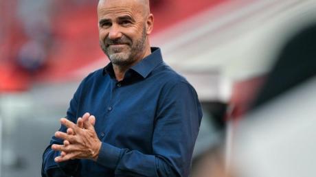 Hofft auf eine Spielverlegung im DFB-Pokal: Leverkusen-Coach Peter Bosz.