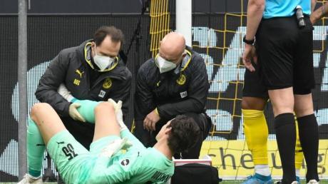 Dortmunds Torhüter Marwin Hitz musste in der Bundesliga-Partie gegen RBLeipzig verletzungsbedingt ausgewechselt werden.