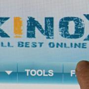 Der Angeklagter soll als technischer Geschäftsführer seit 2011 Kinox.to mitbetrieben haben. Foto: Matthias Hiekel/Archivbild