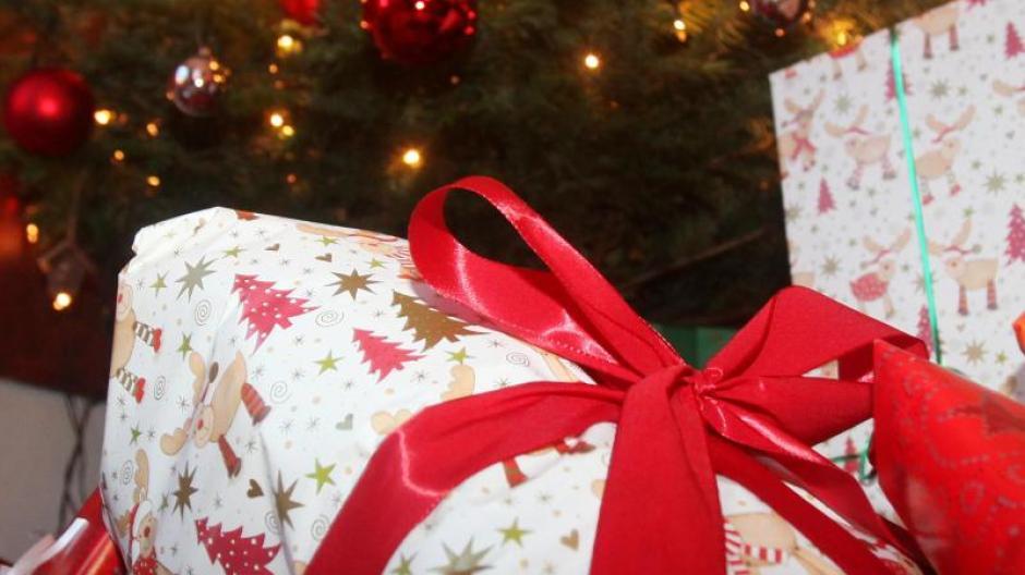 Umfrage: Deutsche kaufen Weihnachtsgeschenke immer öfter im Internet ...
