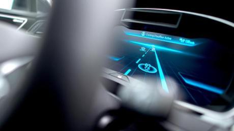 Ein Auto – und keiner ist am Steuer. Autonomes Fahren soll dies möglich machen. Auch wenn diese Fahrzeuge mehr Sicherheit bringen, sind viele Menschen noch skeptisch.