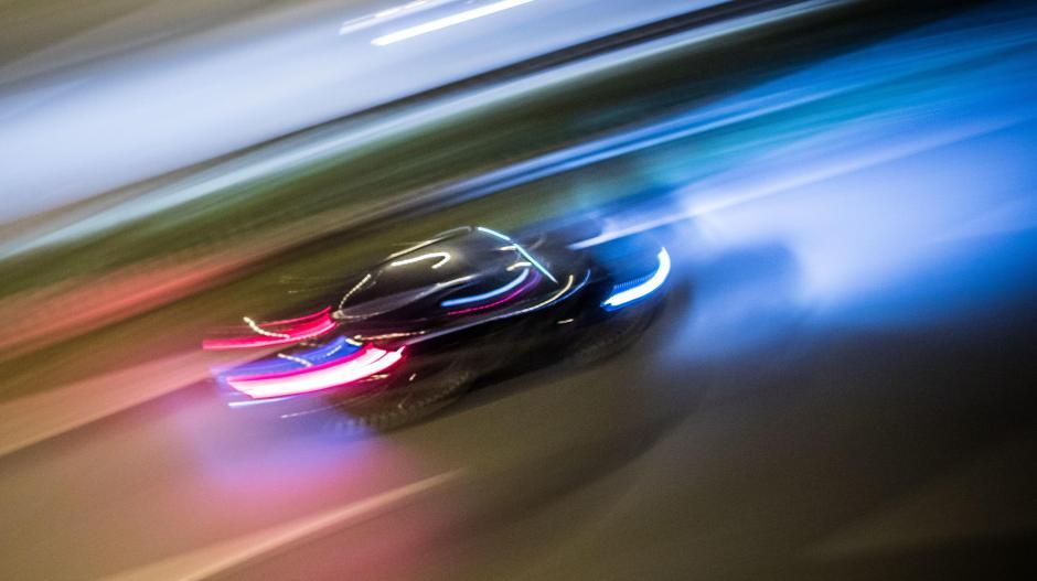 """Zwei Männer stehen derzeit in Augsburg vor Gericht. Die Frage ist, ob sie einfach """"nur"""" gerast sind oder ob sie sich ein illegales Autorennen geliefert haben."""