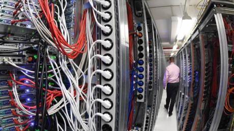 Knapp 50 Prozent der deutschen E-Mail-Konten sind auf den Servern des 1&1-Rechenzetrums in Karlsruhe gespeichert. Foto: Uli Deck