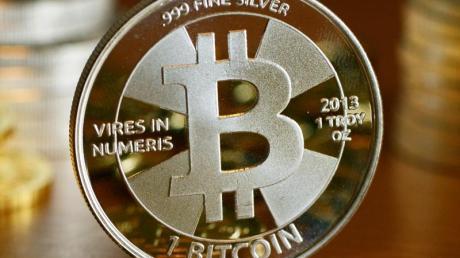 Bitcoin verlor in diesem Jahr über zwei Drittel seines Werts - das macht auch die Erzeugung der Digitalwährung weniger attraktiv. Foto: Jens Kalaene