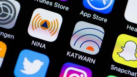 Notfall-Apps wie Nina und Katwarn informieren über Gefahrenlagen wie Hochwasser und Bombendrohungen. Foto: Rolf Vennenbernd